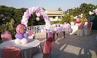 Party Poppers Balloon Decorations